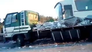 Смотреть видео Три пассажира автобуса «Москва-Донецк» пострадали в ДТП в Тульской области онлайн