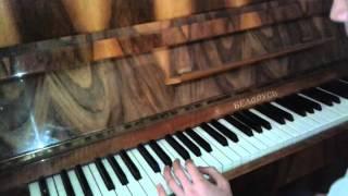 Как на пианино сыграть музыку Moscow Calling из сериала физрук