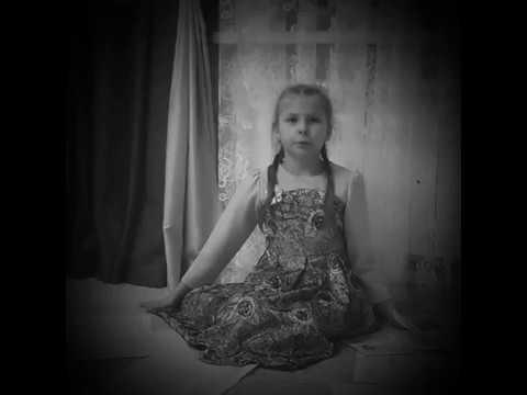 Изображение предпросмотра прочтения – ДарьяКомзолова читает произведение «Она сидела наполу…» Ф.И.Тютчева