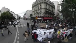 Видео 360: протест мигрантов в Париже(RT представляет панорамное видео протеста мигрантов, которые вышли на улицы Парижа, чтобы привлечь внимание..., 2016-07-14T07:28:37.000Z)