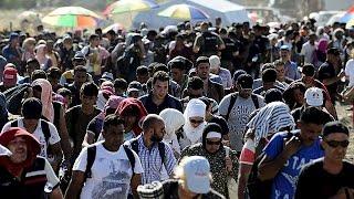 Macedónia deixa passar 7000 refugiados em direção à Europa Ocidental