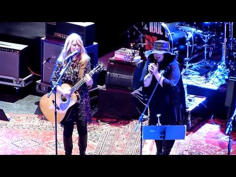 "Heart - ""Curtains"" (Elton John Cover) - Live at Club Nokia"