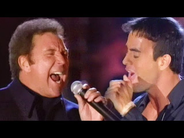Enrique Iglesias & Tom Jones - Fire (LIVE)