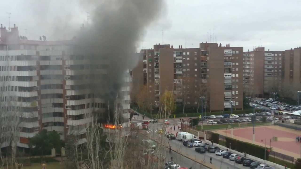 Increible incendio en mostoles villafontana 1 youtube for Piscina el soto mostoles