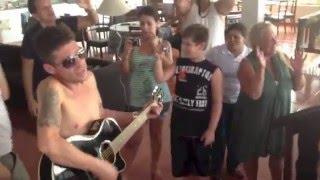 Pelé cantando com Hudson