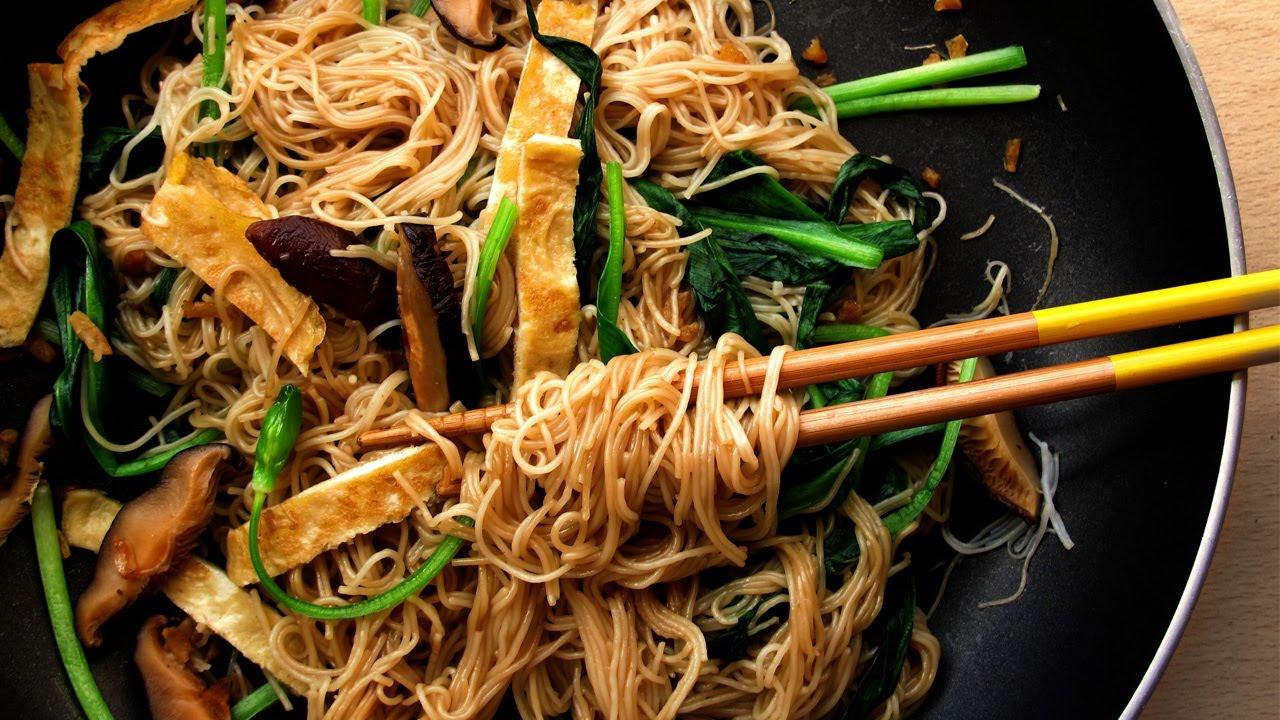 Wild Garlic Foraging and Fried Beehoon (aka real Singapore Fried