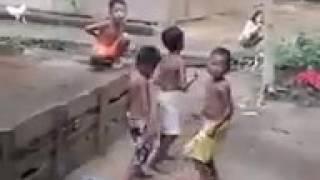 Download Video papa pulang mama goyang!! Anak kecil ngedance sampe oleng mantap.. MP3 3GP MP4