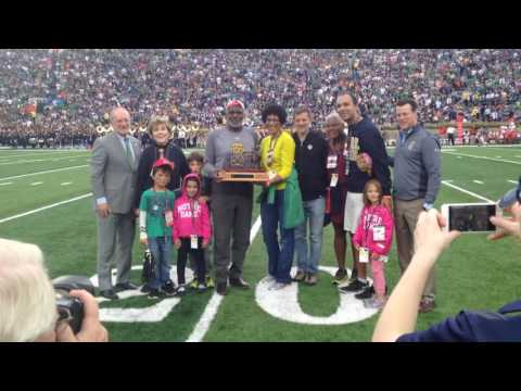 Justice Alan Page On-Field Recognition For Receiving Moose Krause Award (10-29-16)
