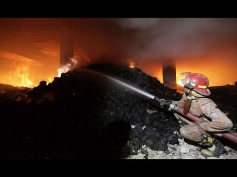 Bangladeshi clothing factory workers flee fire