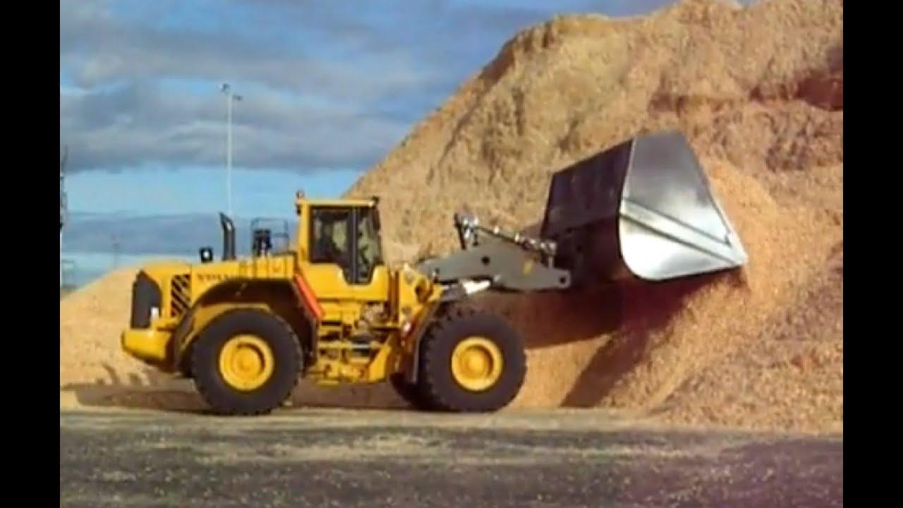 Volvo L220F push wood chip with 22m3 bucket | Doovi