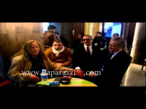 أحمد الفيشاوي وفاروق الفيشاوي الكبير وسمية الالفي في كواليس عرض فيلم