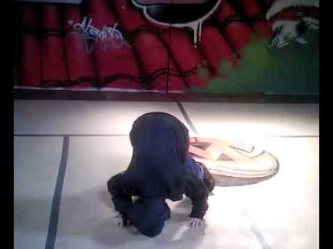 Bboy luke hughes at santa woz ere battle 2008.mp4
