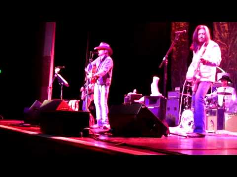 "Dwight Yoakam  - ""Please,Please Baby"" (partial)- Horseshoe Casino - Tunica,MS 02/05/11"