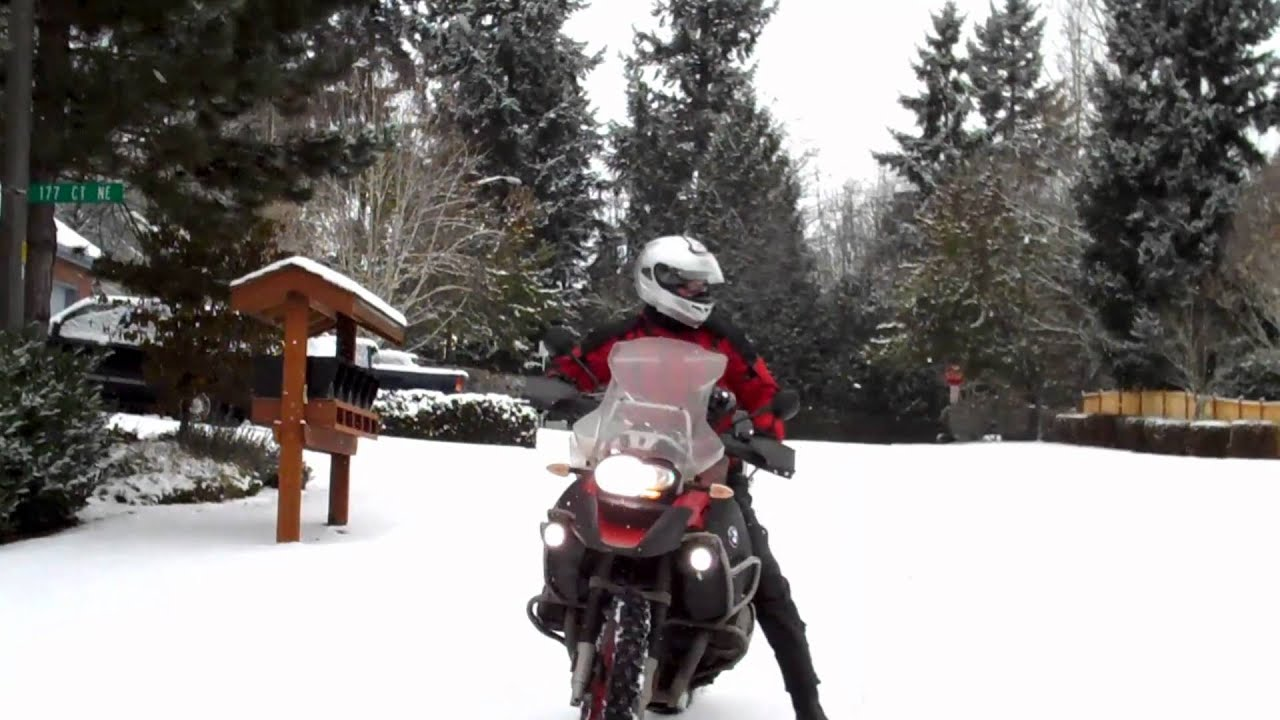 Bmw R1200 Gs Adventure W Studded Tires In Snow Youtube