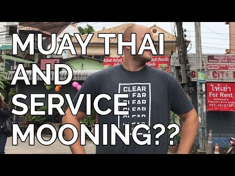 Travel Vloggers : Banks Cast : Muay Thai and ServiceMooning
