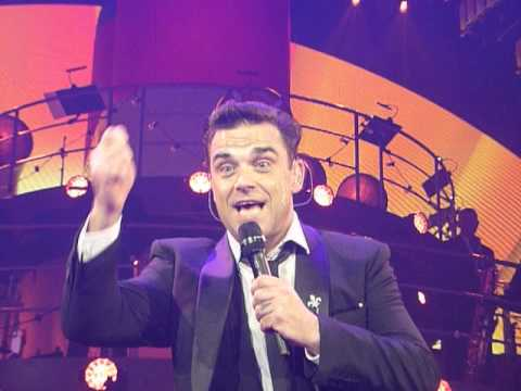 Robbie Williams live @Berlin signing Steffi`s mobile phone