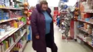 Женщина сошла с ума в магазине