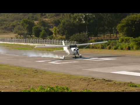 Cessna 172 Blows Tire On Landing | St. Barths