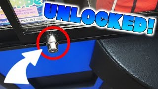 FOUND ANOTHER UNLOCKED CLAW MACHINE!! || Arcade games