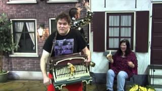 Eet veel bananen - Zanger Rinus & Ronnie Ruysdael ft. Debora
