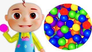 Cinco bebés pequeños que juegan con las bolas | Rimas Infa...