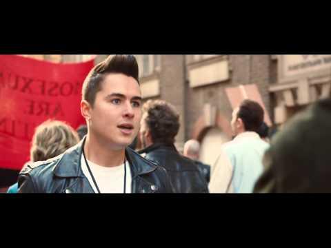 """PRIDE (ORGULLO) - Clip en español """"La manifestación"""""""