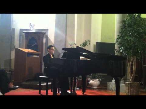 Cristiano Manzoni performing