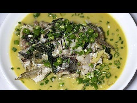 青椒焖草鱼,几只青椒,一条草鱼,肉嫩而不腻,味道鲜美 ☛ Braised grass fish with green pepper