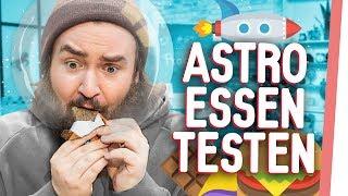 ASTRONAUTEN-FOOD | Kelly & Sturmwaffel testen Essen aus dem Weltall!