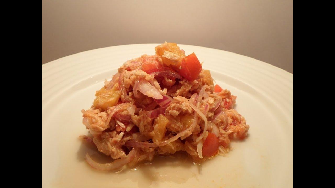 طريقة عمل سلطة التونة المعلبة بالبصل و البطاطس و الطماطم