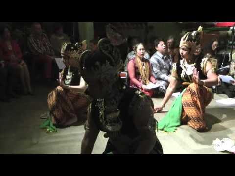 Srimpi Manggalaretna - Dansgroep Sinar Anyar - 10e editie Concert Gamelan en Dans (22 nov 2015)
