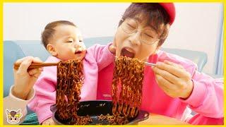 뽀로로 짜장면 같이 먹을까요? 상어 산타 주방놀이 요리놀이 장난감 놀이 Pororo Noodle pretend play for kids toys | MariAndKids Vlog