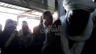 عز الدين ميهوبي  يشتري برنوسا من سوق في  اليزي أين سينظم تجمعا شعبيا...