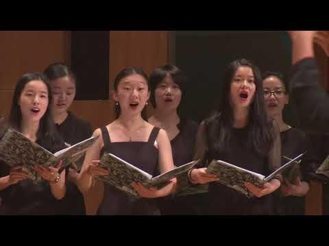 Jiaoda Highschool students sing Irish Blessing