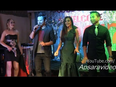 អូនហ្នើយអូនស្រី  - Bunnat sings Khmer Saravan song at Legend Restaurant LB