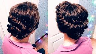 видео Плетение кос на короткие волосы. Как заплести косы на челке, афрокосички, колоски на короткие волосы