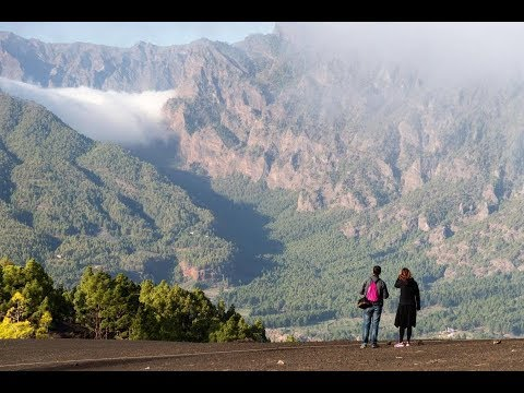 La Palma volcano latest news – will Cumbre Vieja erupt and could it trigger a tsunami that