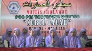 Sholawat Al Banjari Terbaik dan Terindah 2014 - Ponpes Nurul Falah - Video 7