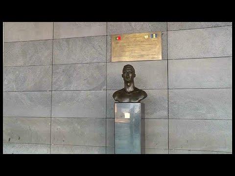 مستغلاً غيابه في المونديال مطار ماديرا يستبدل تمثال رونالدو …  - 15:21-2018 / 6 / 19
