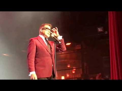 Bryan Batt Sings
