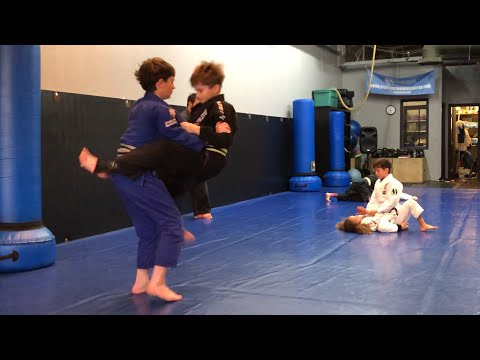 Kids Jiu-Jitsu Featherweight Yellow belt vs Gray belt Middleweight (Bat Choke, Triangle, Armbar) 🥋