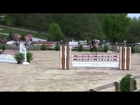 Video of SOUTH STREET riden by GEORGINA BLOOMBERG from ShowNet!