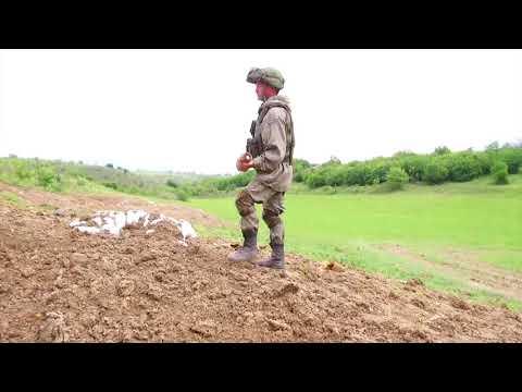 Уничтожение взрывоопасных предметов российскими миротворцами в Нагорном Карабахе