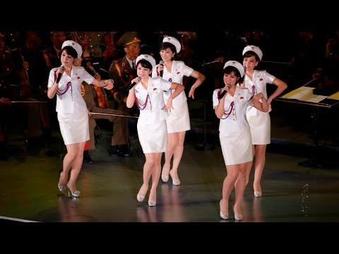 North Korean Moranbong Band: Marching - Marchando - 진군 또 진군 - My Favorite Girl Band 모란봉악단