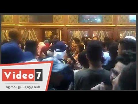 صائدة المتحرشين .. تنهى تدافع الشباب علي سينما مترو بالعصا الكهربائية  - 22:22-2018 / 6 / 18