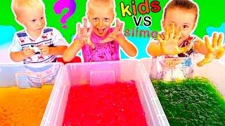 ДЕТИ против СЛИЗИ ЧЕЛЛЕНДЖ ищем новые игрушки в слизи CHILDREN vs SLIME видео для детей Family Box