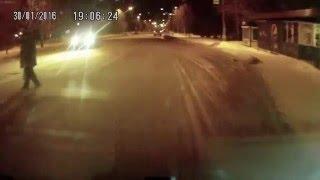 Моментальная карма настигла водителя / Road karma