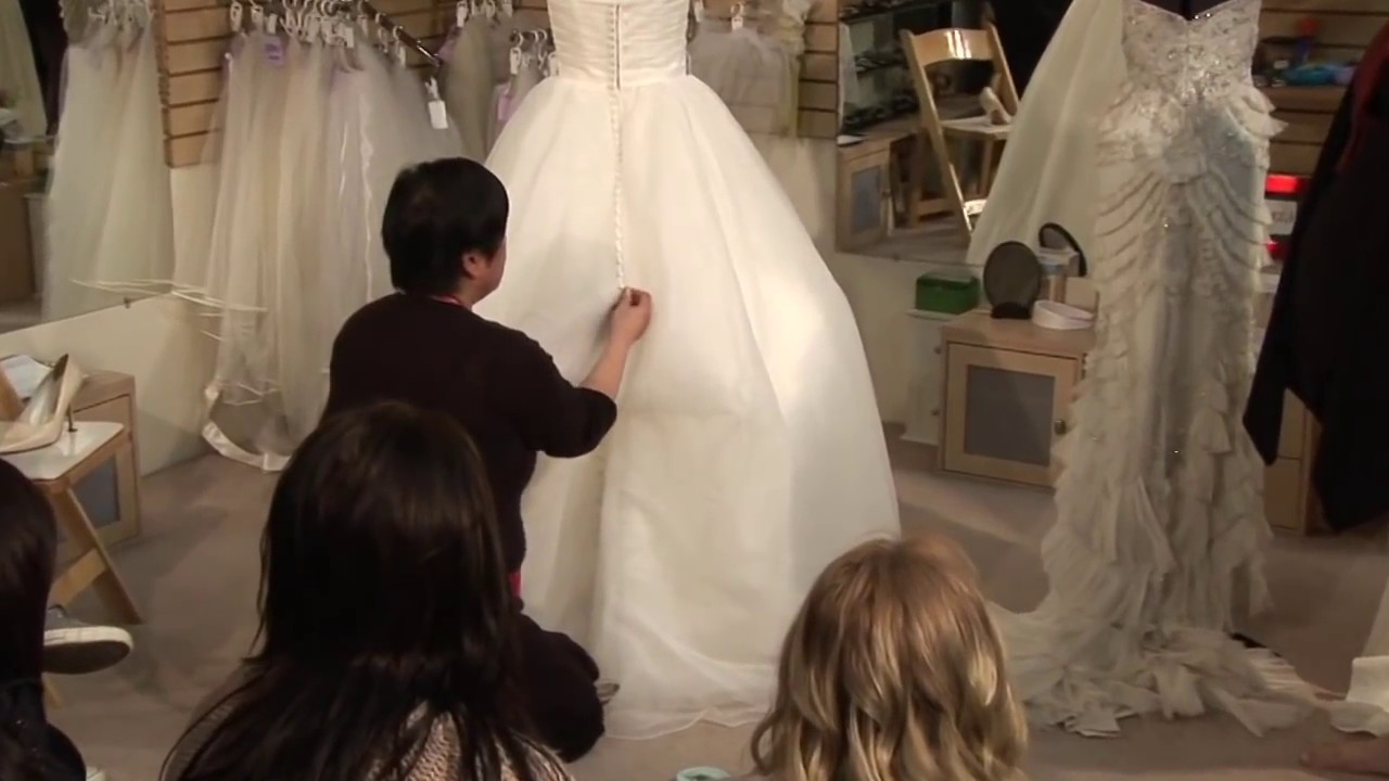 Types Of Bustles And How To Bustle A