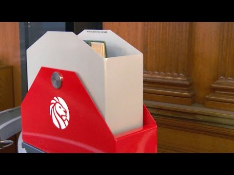 New York Public library delivers books on a train