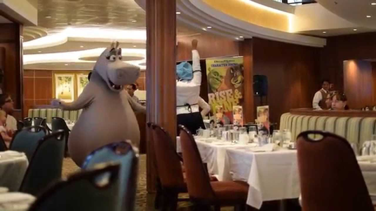 Gloria The Hippo Dancing At Dreamworks Character Breakfast